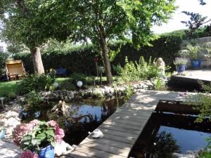 Gartengestaltung Helmut Lamprecht. Gartenteich mit Holzdeck