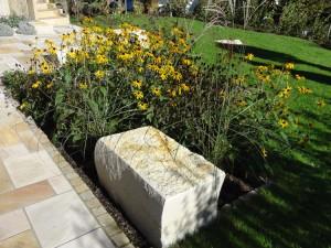 Gestaltung mit Steinen und Pflanzen