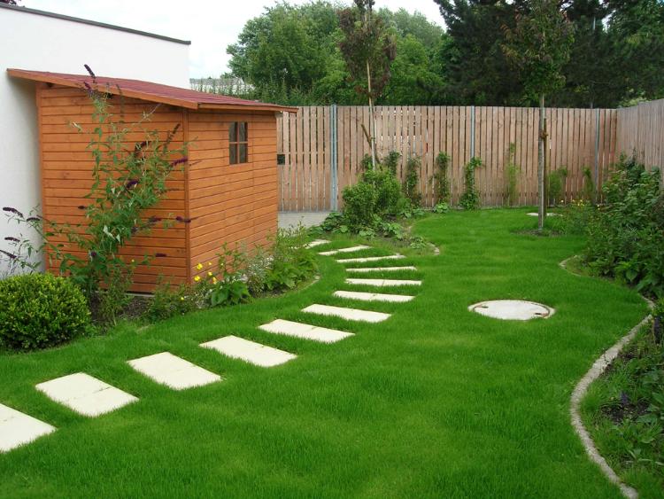 Gartengestaltung mit Stilvollen Wegen und Pflanzbeeten
