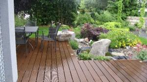 Holzdeck aus zertifiziertem Tropenholz, Gartengestaltung Helmut Lamprecht
