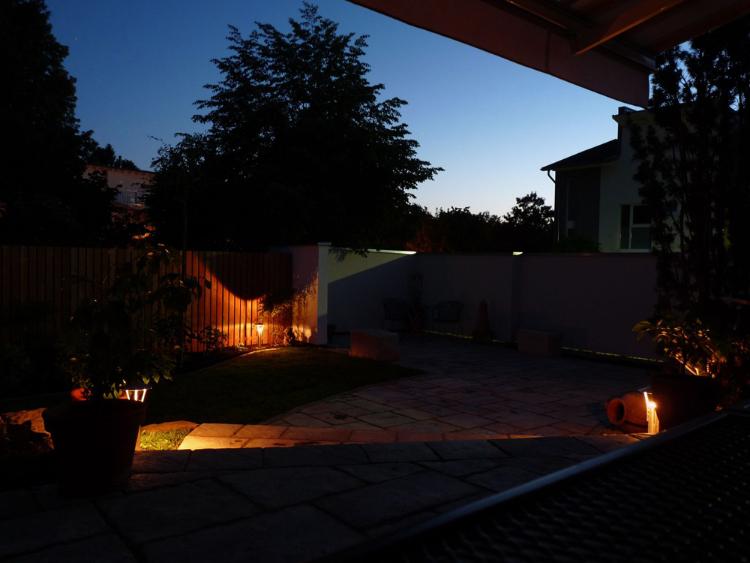 Licht im Garten. Stimmungsvolles Ambiente in der Gartenoase in Heitersheim.