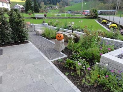 Bauerngarten für die Gäste des Gasthauses Adler in Buchenbach, Gartenplanung Helmut Lamprecht