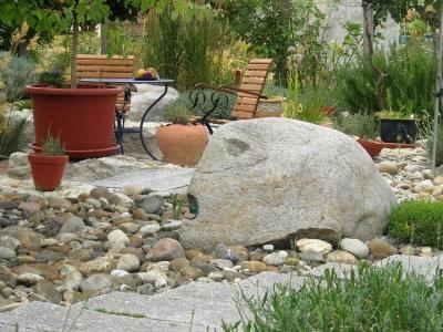 Garten gestalten mit Steinen und Pflanzen. Romantischer Kiesgarten in Bahlingen a.K. Gartengestaltung Helmut Lamprecht