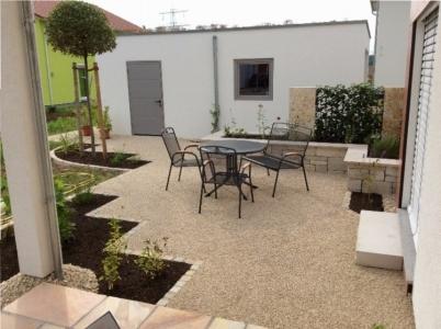Junger und moderner Garten im mediterranen Stil in Effringen-Kirchen. Gartenplaner Helmut Lamprecht